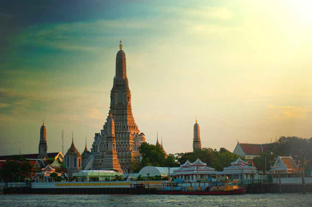 photo of wat arun temple